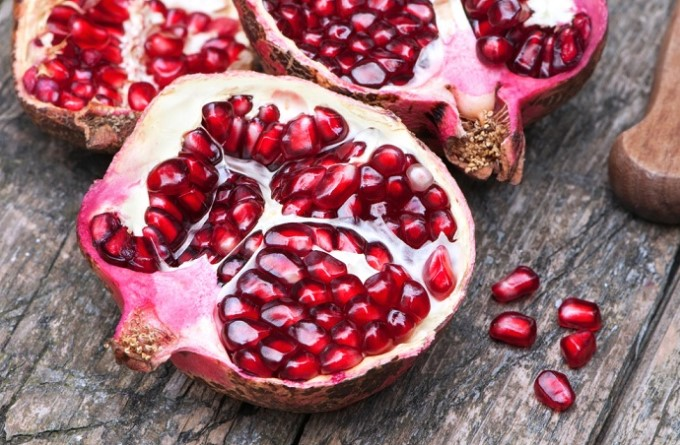 15+ Superfoods That Can Help Prevent Heart Attacks & Unclog Your Arteries